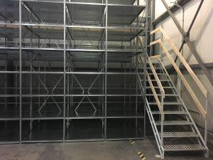schody i półki metalowe magazyn