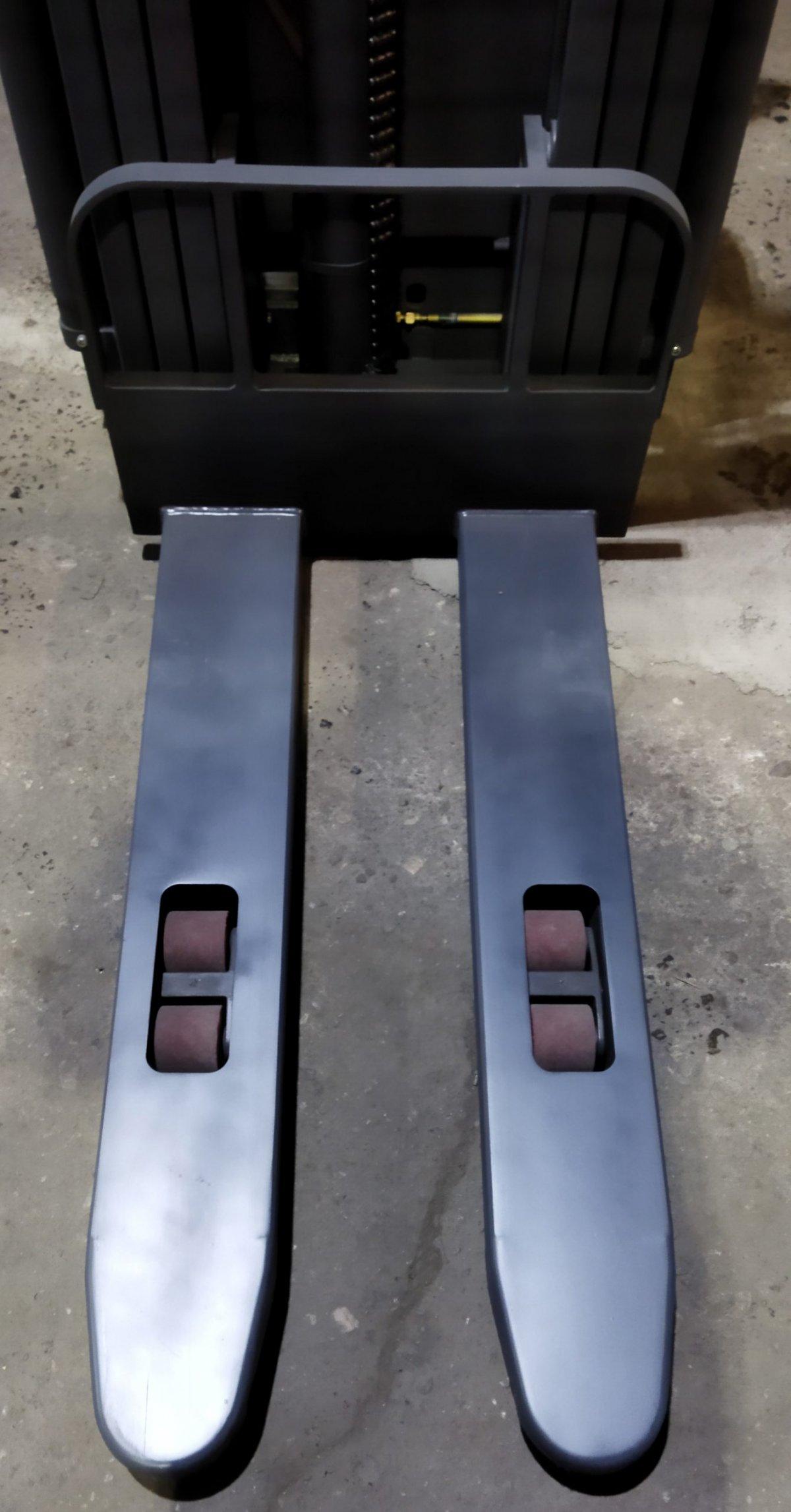 wózek paletowy elektryczny cddr15-III widły